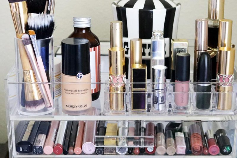 How I organized my Glamboxes GlamPetite Makeup Box full lid and second drawer with beauty products, sensitive skincare essentials, and makeup! I love my GLAM lipstick holder.