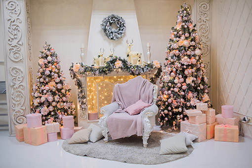 Glamorous Christmas display with hints of white and pink!